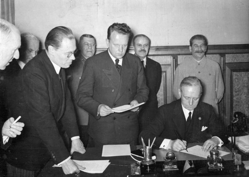 Секретный протокол и еврейские беженцы. О чем молчит Пакт Молотова-Риббентропа