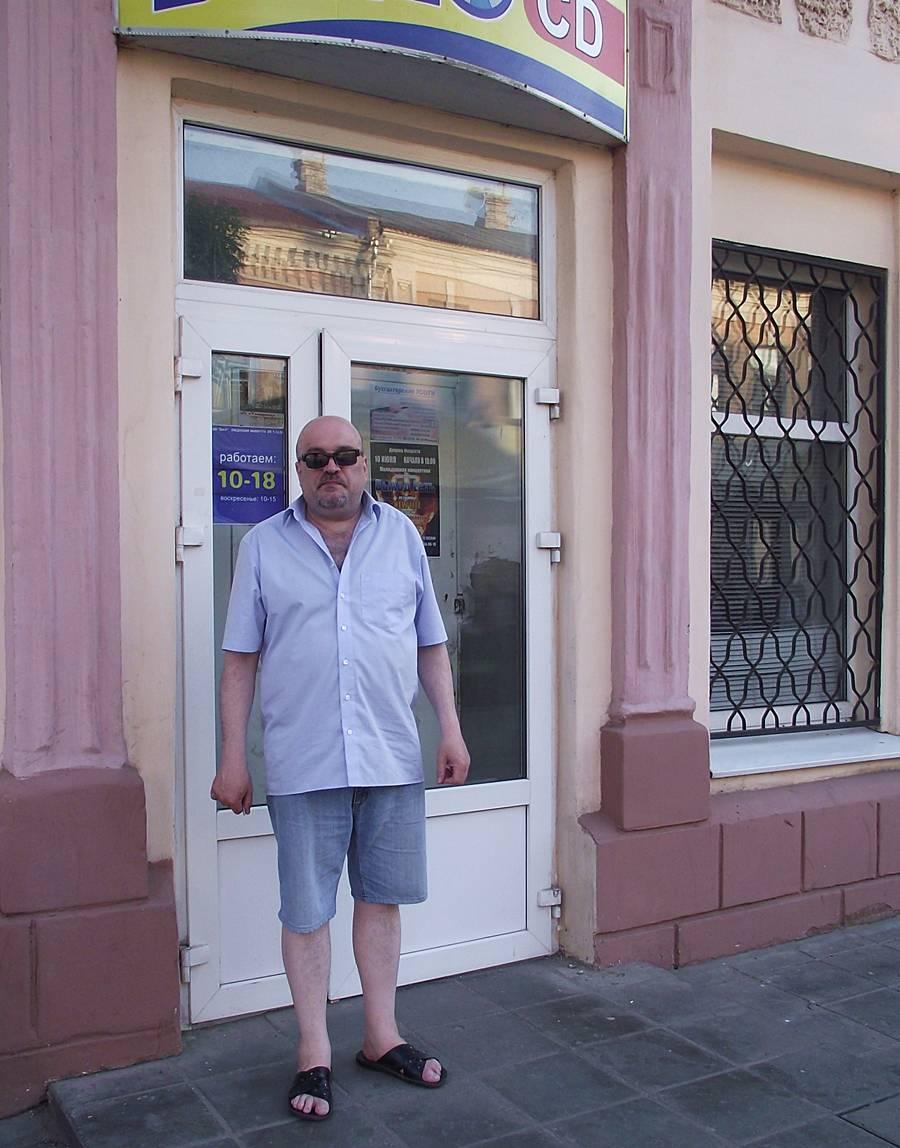 Музыкальный магазин закрыт. Все ушли на...